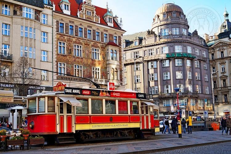 Чехия, обзорная экскурсия по Праге, исторические трамвайчики на Вацлавской площади