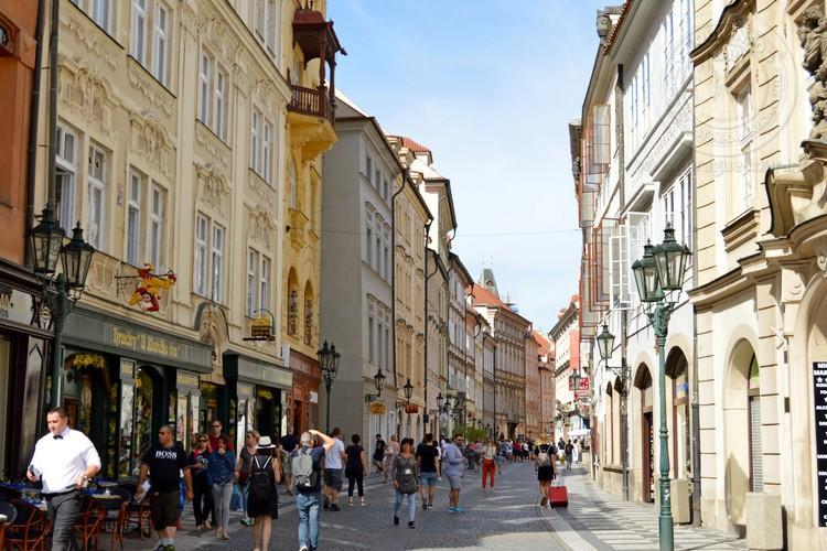 Чехия, обзорная экскурсия по Праге, улица Целетна