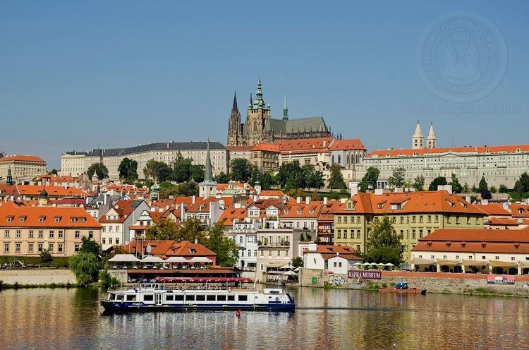 Чехия, обзорная экскурсия по Праге, вид на Пражский град
