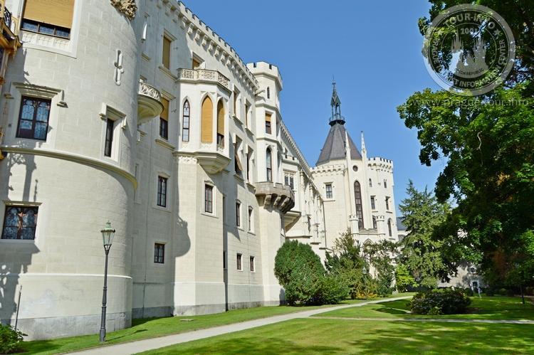 Экскурсия из Праги по Чехии. Замок Глубока над Влтавой. Парк.