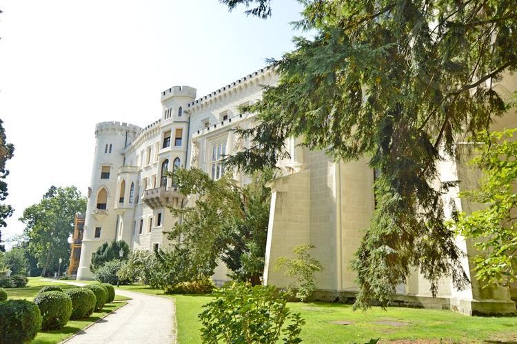 Экскурсия из Праги по Чехии. Замок Глубока над Влтавой. Парк возле замка 2