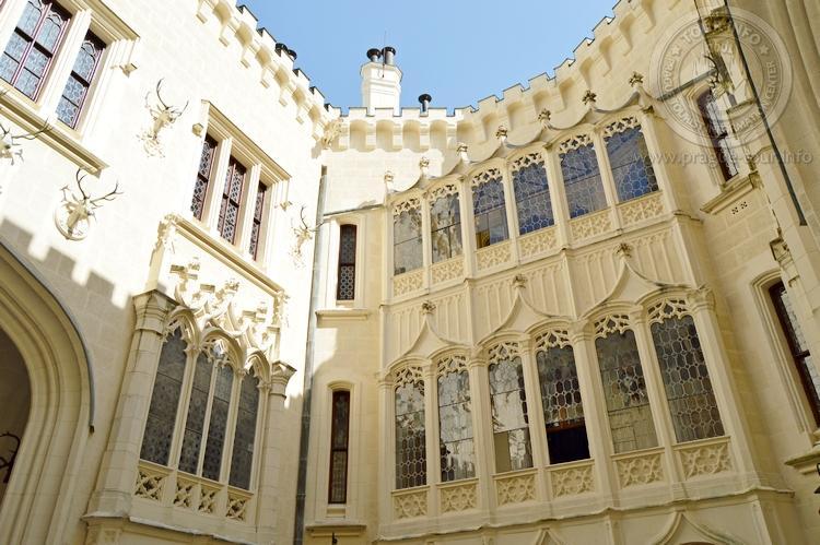 Экскурсия из Праги по Чехии. Замок Глубока над Влтавой. Внутренний двор