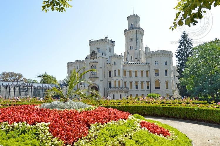 Экскурсия из Праги по Чехии. Замок Глубока над Влтавой. Парк перед замком