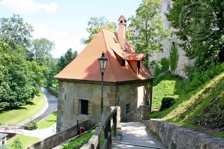 Чешский Крумлов и замок Глубока экскурсия из Праги по Чехии. Подъем к замку
