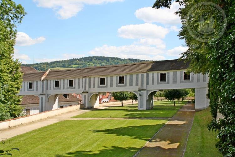 Чешский Крумлов и замок Глубока экскурсия из Праги по Чехии. Парк 2