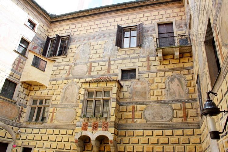 Чешский Крумлов и замок Глубока экскурсия из Праги по Чехии. Замок Крумлов.
