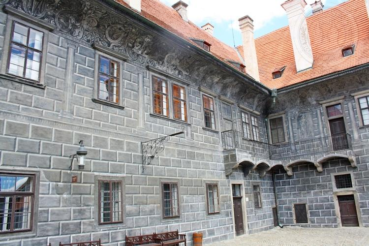 Чешский Крумлов и замок Глубока экскурсия из Праги по Чехии. Внутренний двор