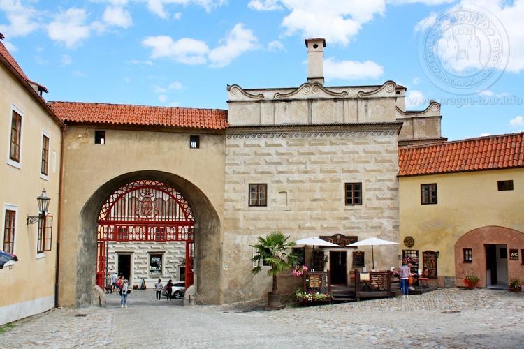 Чешский Крумлов и замок Глубока экскурсия из Праги по Чехии. Латран