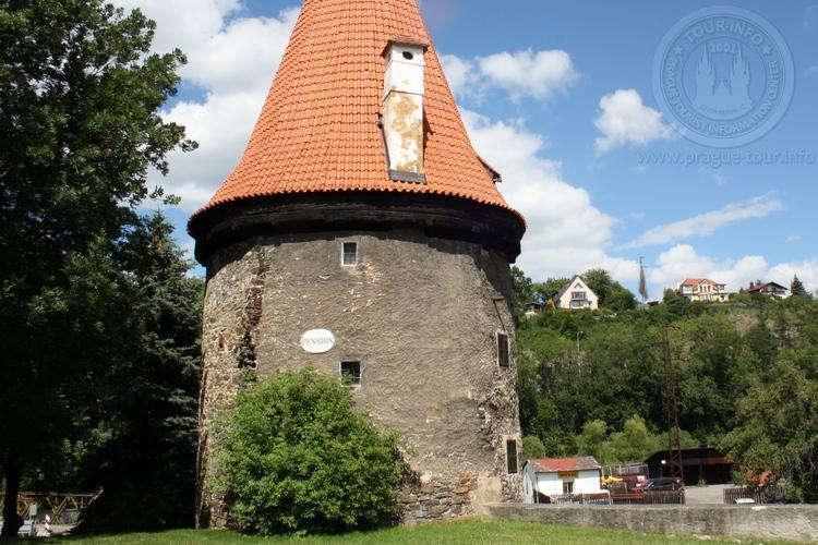 Чешский Крумлов и замок Глубока экскурсия из Праги по Чехии. Пивовар. Башня