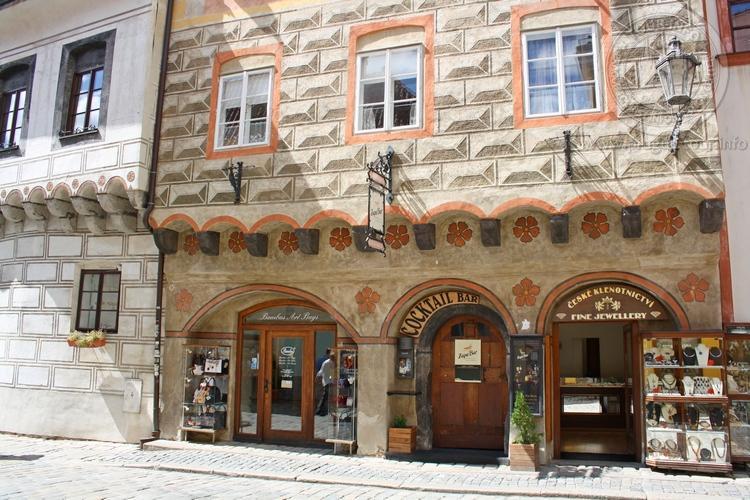Чешский Крумлов и замок Глубока экскурсия из Праги по Чехии. Магазины