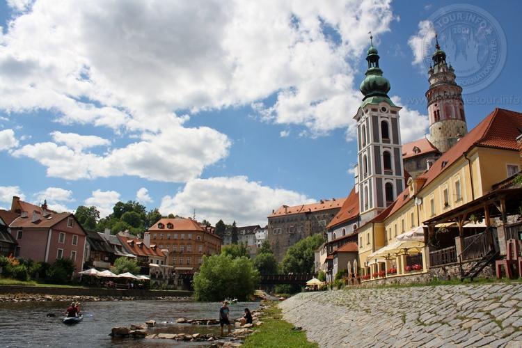 Чешский Крумлов и замок Глубока экскурсия из Праги по Чехии. Набережная