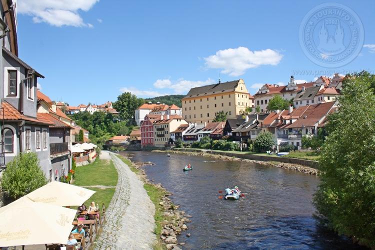 Чешский Крумлов и замок Глубока экскурсия из Праги по Чехии. Влтава и город