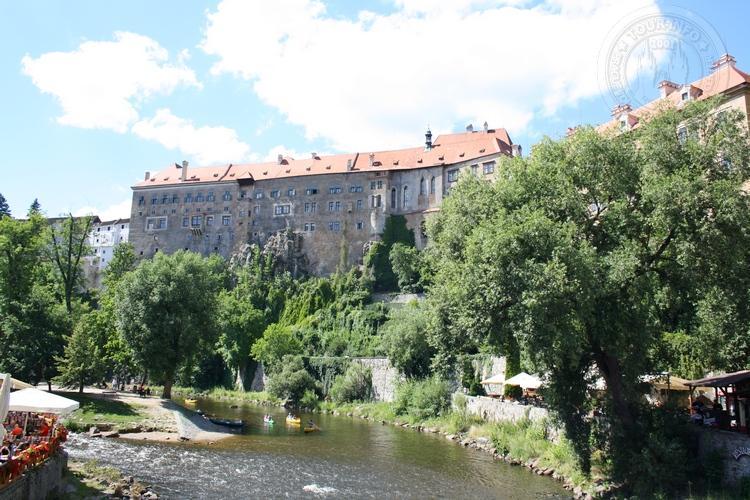 Чешский Крумлов и замок Глубока экскурсия из Праги по Чехии. Вид на замок
