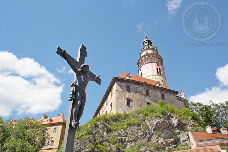 Чешский Крумлов и замок Глубока экскурсия из Праги по Чехии. Крест