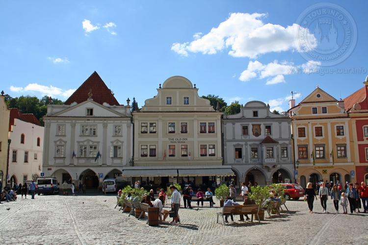 Чешский Крумлов и замок Глубока экскурсия из Праги по Чехии. Площадь согласия
