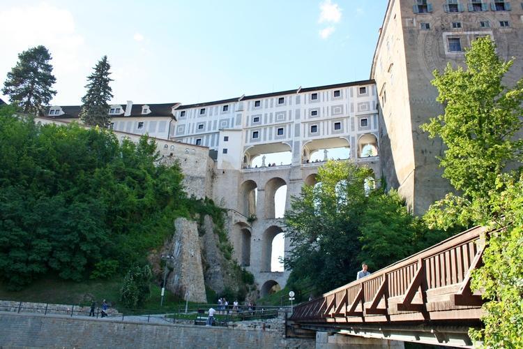 Чешский Крумлов и замок Глубока экскурсия из Праги по Чехии. Мост