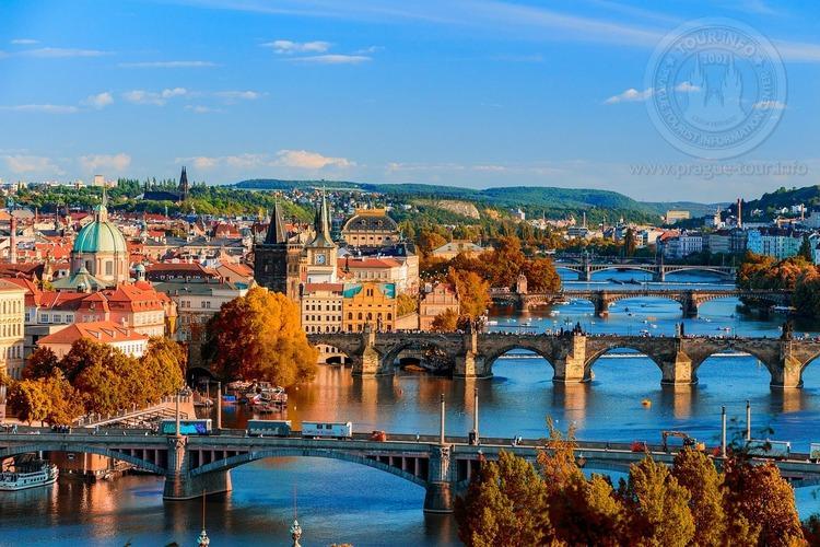 Часовая прогулка на корабле в 11 часов , по Влтаве в Праге