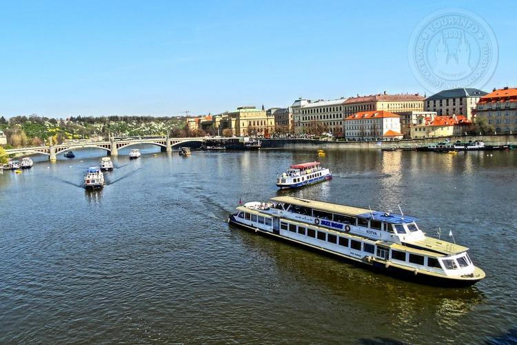 Часовая прогулка в 16 часов, на кораблике по Влтаве в Праге